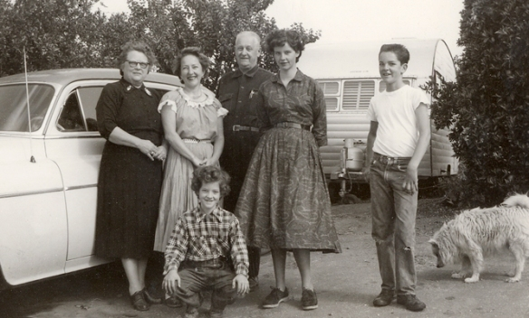 Florence, Harriet, Roy, Jeanie, Tom,  and Donna (in front).