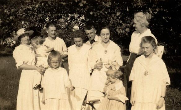 Duncan family gathering:  Albie, Harriet, Roy, Florence (Ed's wife), Ed (Roy's brother), Helen Mercer, Nettie Duncan; front: Mary, Helen, Dorothy Duncan.