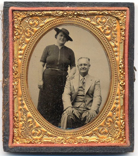 On 10 August 1932 Roy married Florence Huckins.