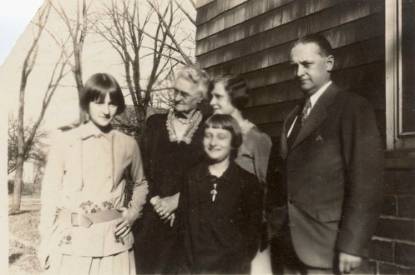 This is the family soon after Albie's death.  Roy's mother, Nettie, is helping raise the girls.