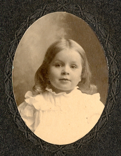 Dorothy Bressler 1903.  In this photo she looks so much like her sister, Kate.