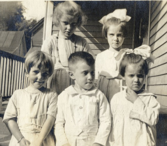 Back l-r: Helen Duncan, Bertha Duffey.  Front l-r: Harriet Duncan, Willis Pooler, Frances Duffey. 1919