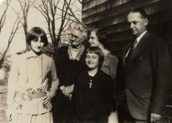 Harriet, Grandma Nettie Duncan, Barbara, Helen, Roy Duncan.  After Albie's death.