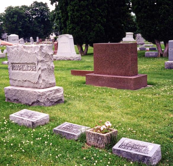 Gochenour Plot, Elmwood Cemetery, Sycamore, Illinois.